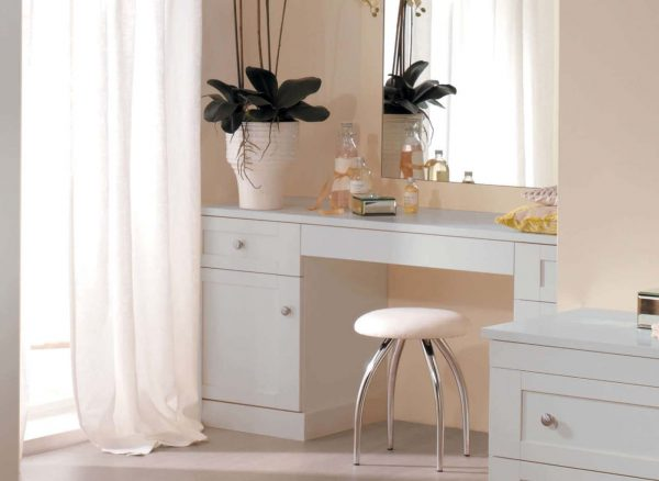 Fitted dressing table in light grey