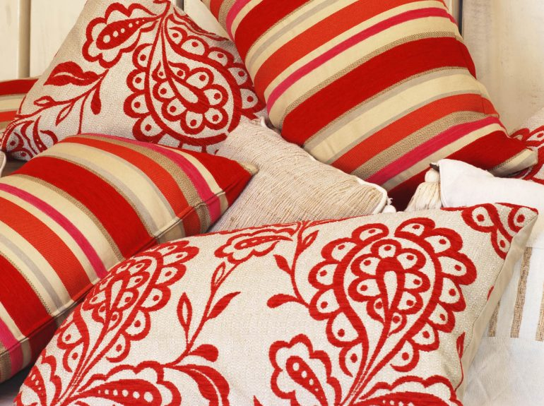 Pattern red scatter cushions