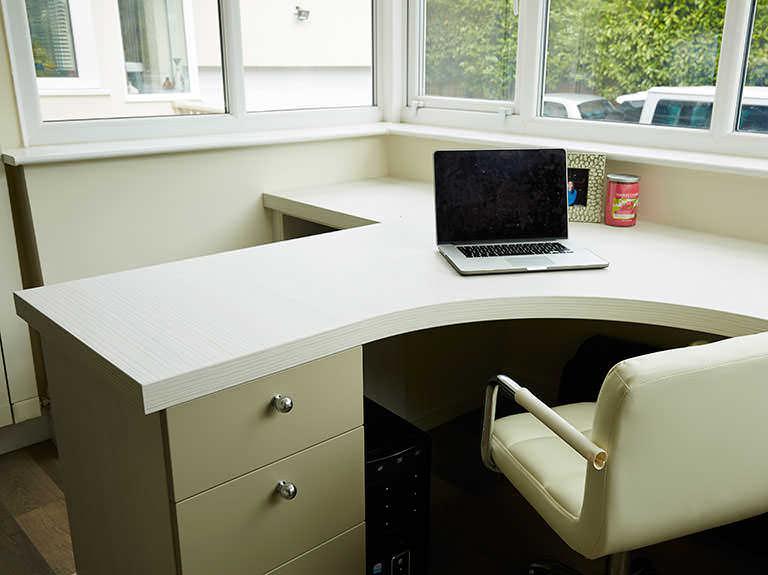 Curved peninsular desk