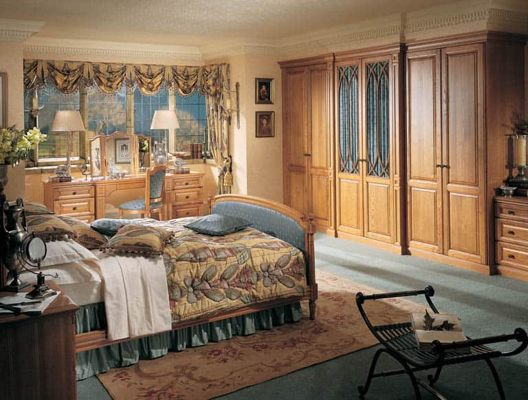 Fitted bedroom furniture in Shades of Oak