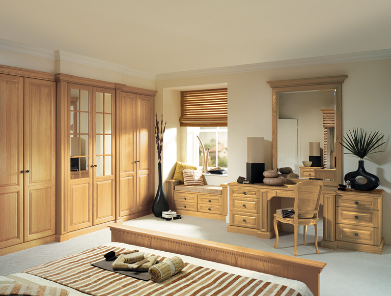 Shades of Oak bedroom in Natural Oak