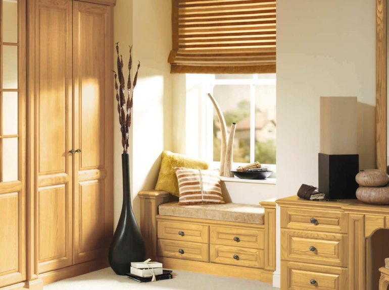 Detail of fitted window seat in Shades of Oak bedroom
