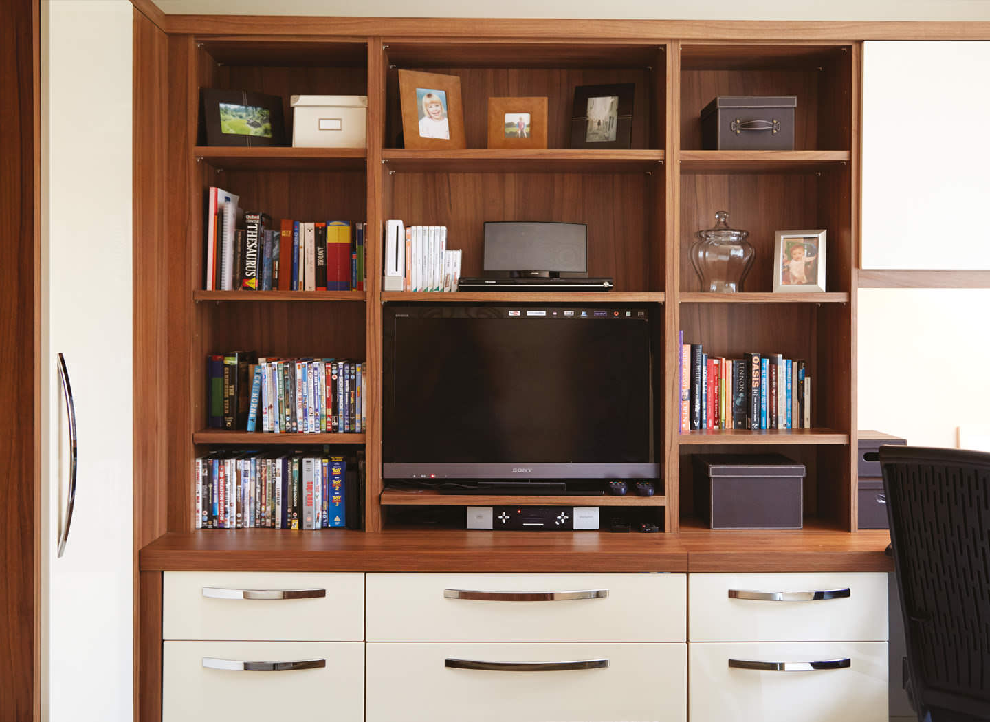 Case study showing fitted cabinet in study bedroom