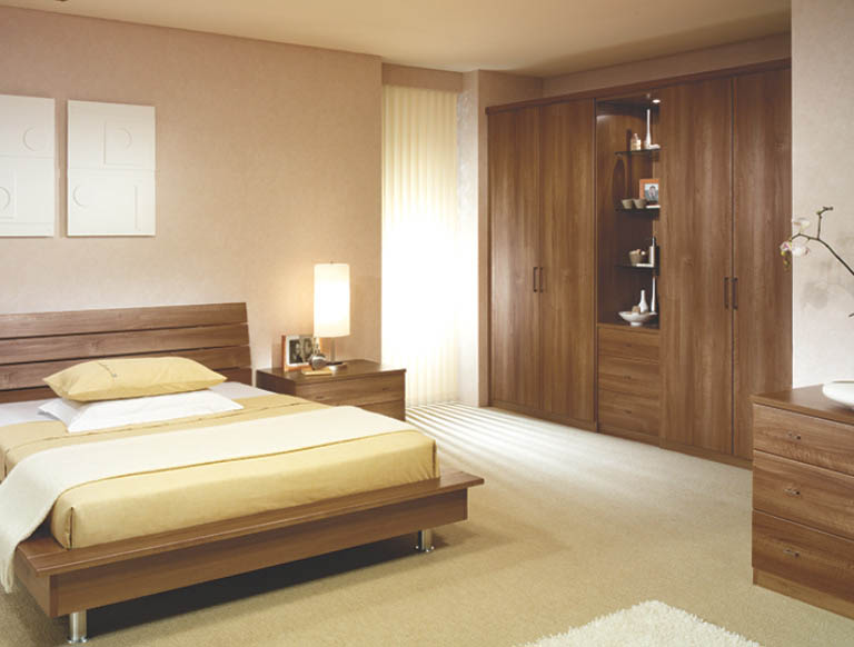 Toscana bedroom in Uno Walnut