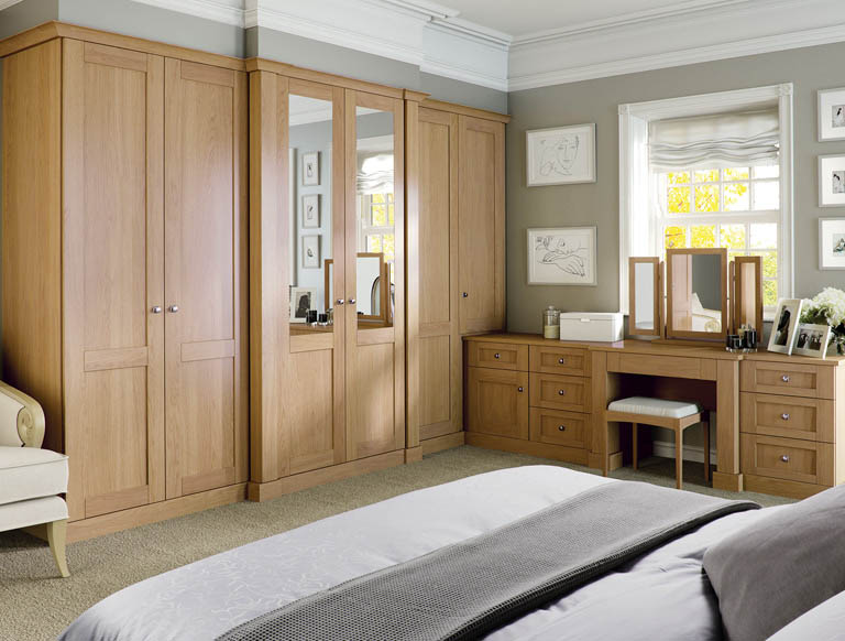 Luxury fitted bedroom furniture wardrobes by strachan for Bedroom ideas oak
