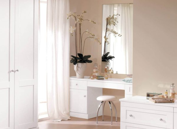 Verona dressing table in natural light