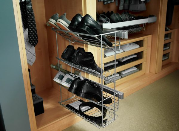 Pull out shoe trays