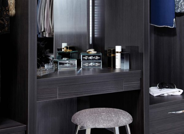 Integrated dressing table