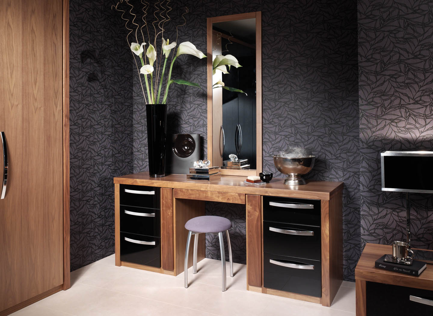 Fitted dressing table and bespoke mirror