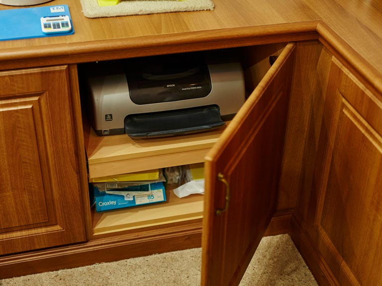 Hidden pull-out printer shelf