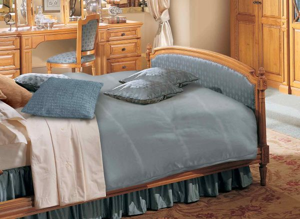 Decorative finials on bed surrounds