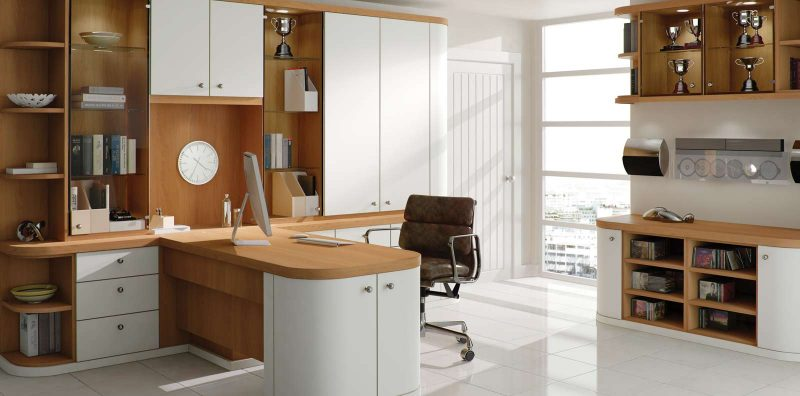 Fitted home office in optima pure white and natural oak