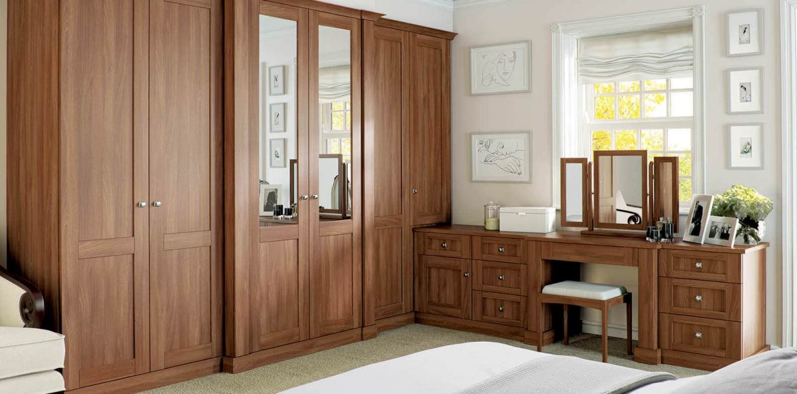 Fitted Verona bedroom in walnut