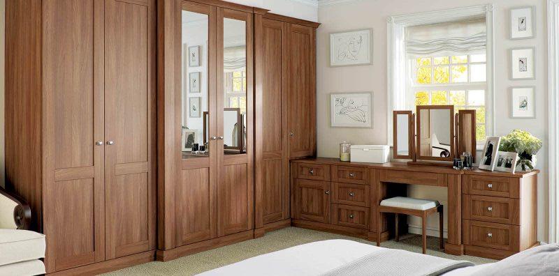 Fitted Verona bedroom in walnut