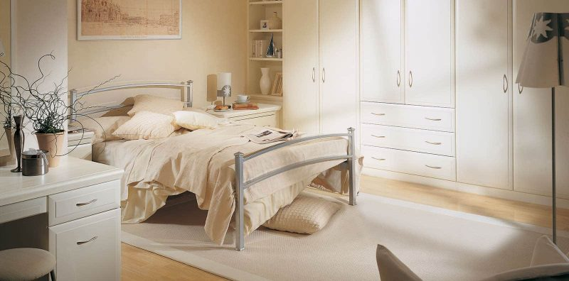 Fitted bedroom in Alabaster White