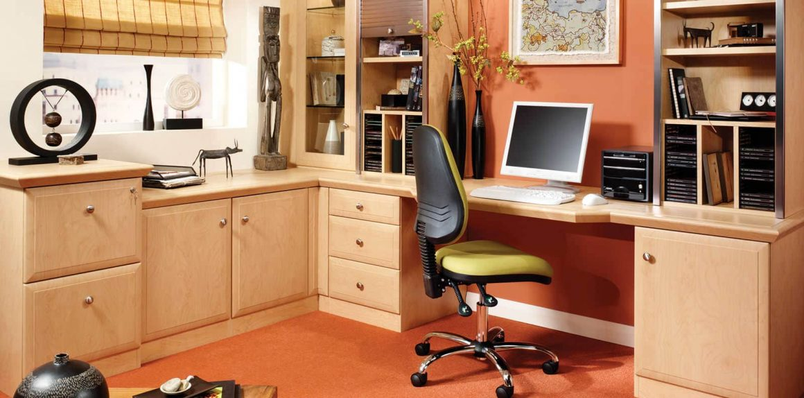 Fitted home office in Beech