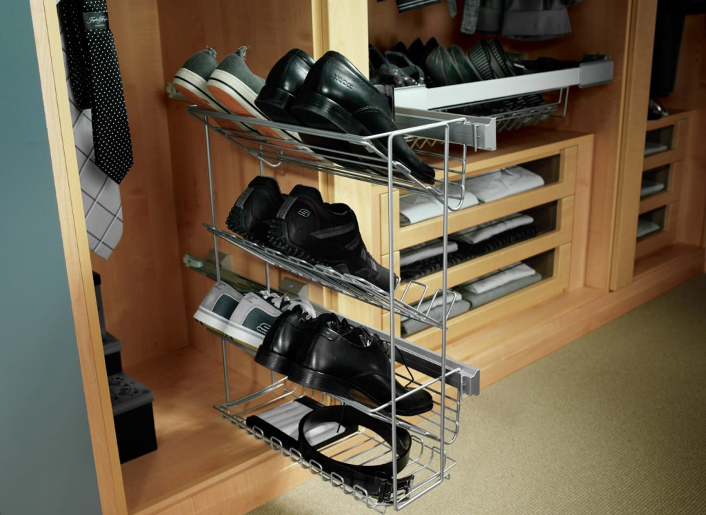 Extending shoe racks and accessory trays