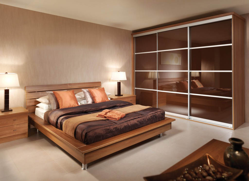 Contemporary sliding doors on fitted bedroom wardrobe