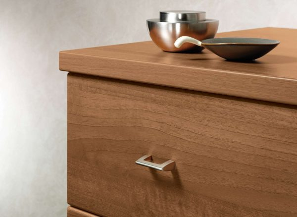 Fitted chest of drawers in Uno Walnut