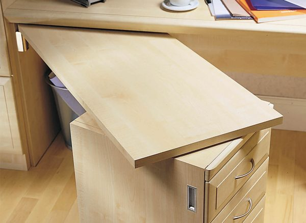 Fold out desk space